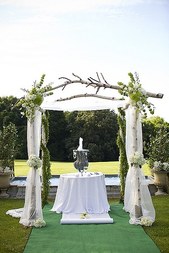 The wedding trellis one lovely wedding for Decorating a trellis for a wedding