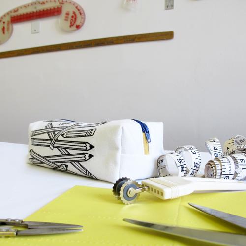 fabriquer un coffre crayons blogue de couture diy de la fabrique thique. Black Bedroom Furniture Sets. Home Design Ideas