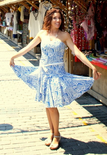 vestido azul y blanco vuelo