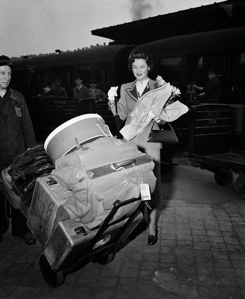 Gene Tierney preparando-se para embarcar no Expresso do Oriente