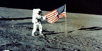 Bendera Amerika di Bulan