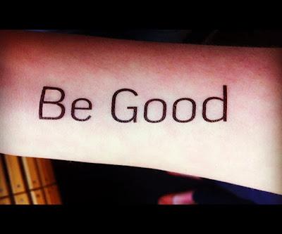Tatuagem com palavra - fonte tipográfica