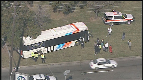 18 wheeler accident with METRO bus, South 610 Loop at Scott | Houston