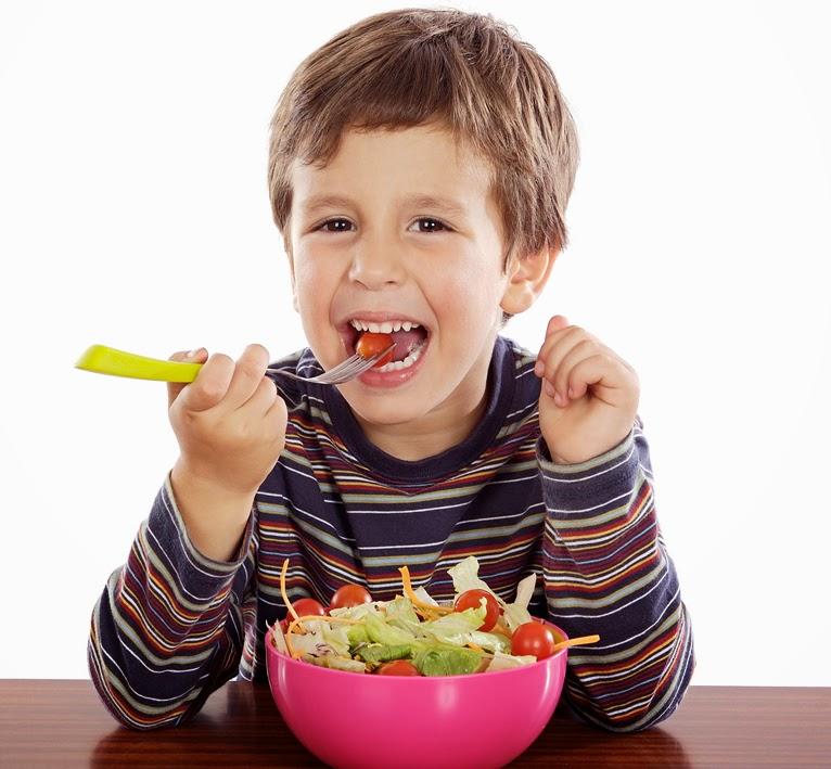Menyediakan makanan yang sihat untuk anak-anak bukan la sesuatu yang sukar bagi seorang ibu namun ianya menjadi sukar apabila anak-anak tidak gemar untuk makan. Dilema ini sering dihadapi oleh ibu-ibu. Mujur la anak-anak Cie memang takde masalah untuk makan. Senang kerja ibu. Anak-anak Cie sangat sukakan pasta.