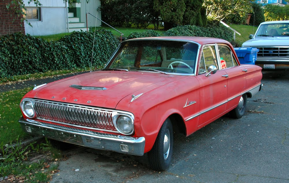 OLD PARKED CARS.: 1962 Ford Falcon.
