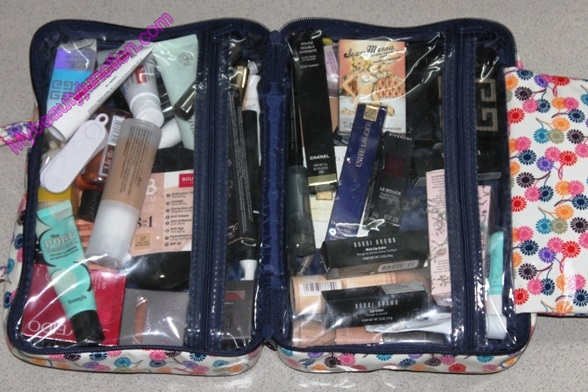 What I packed in my travel makeup bag: Mid-2014 edition
