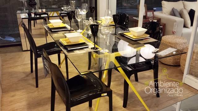 Mesa de vidro com detalhes em preto e amarelo Tok & Stok