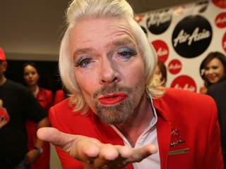 Muahhh!  - 'Flying kiss' dari 'pramugari' berjambang AirAsia, Sir Richard Branson.