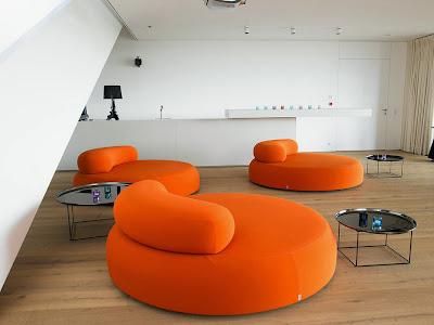 Ruang keluarga Dengan Sentuhan Warna Orange 11