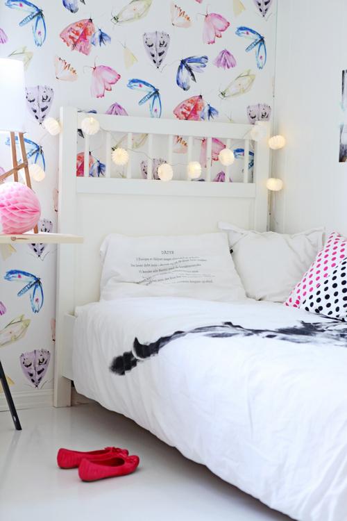 Studio toutpetit wee walls wednesdays butterfly wallpaper for Butterfly wallpaper for walls