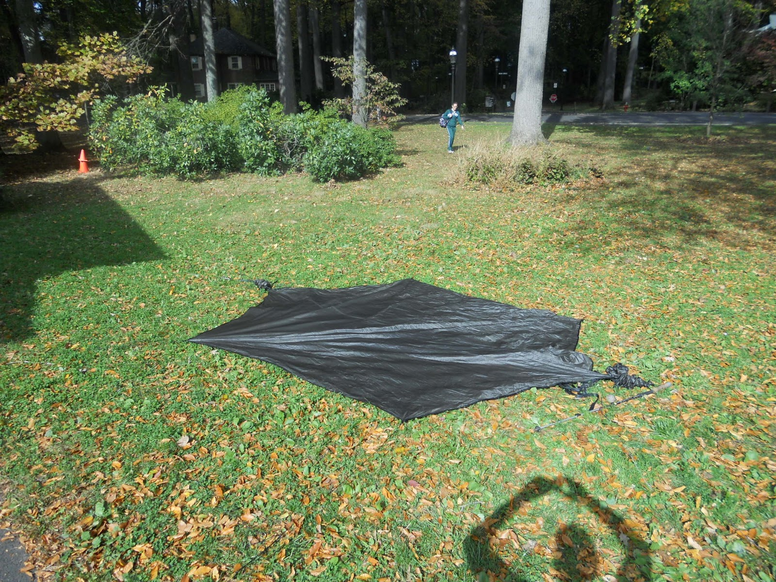 Using Prussik Knots secure the guylines to the tent stakes. You can make these fairly taunt but still leave a little slack in the line. & Setting Up a Hennessy Hammock as a Tent | We Walk Softly