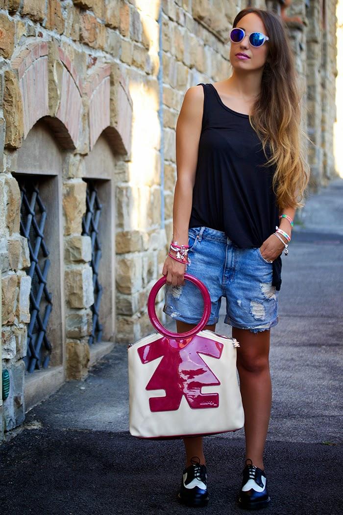 canotta nera + shorts jeans