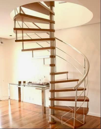 Pavimento-e-escadaria-de-madeira-envernizado-com-Aquataco-pintar-a-casa