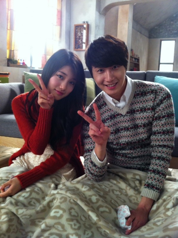 Suzy & Jung Il Woo Selca Saat Syuting CF 'Domino'_02