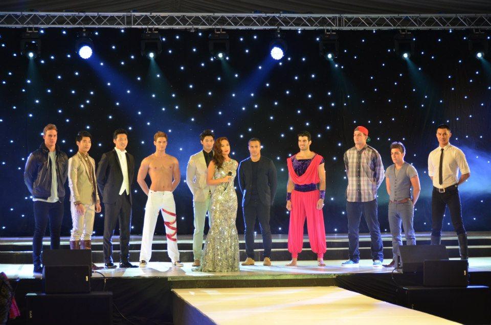Misters que participaram da etapa final da competição de talento. O vencedor foi o canadense Frankie Cena, de colete cinza.