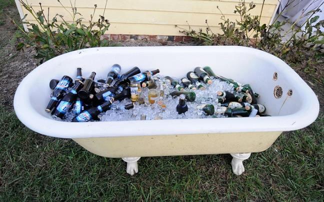 Bañeras antiguas como hieleras para boda