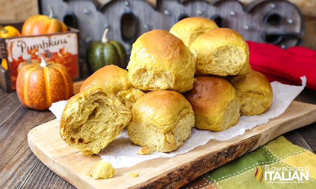 http://theslowroasteditalian-printablerecipe.blogspot.com/2015/11/pumpkin-honey-dinner-rolls.html