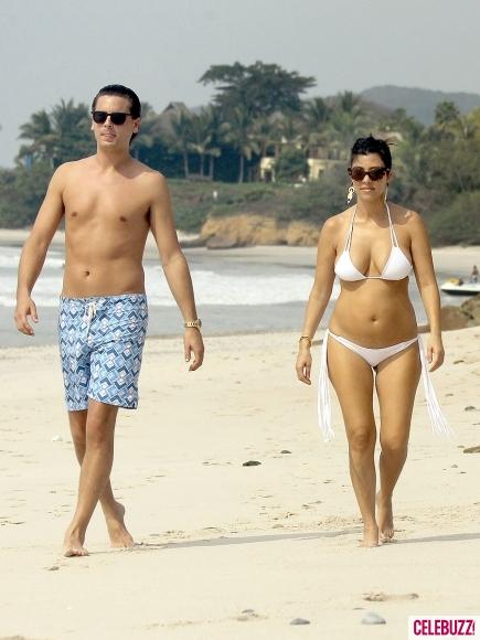 M  225   225 ryKourtney Kardashian Bikini 2012