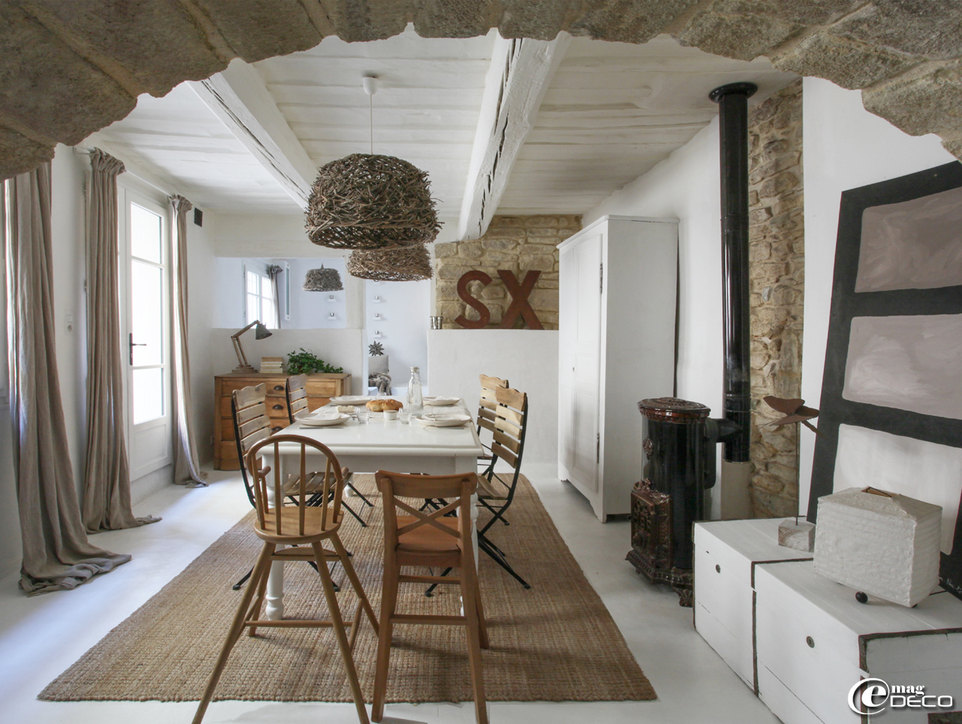The conversion of a village house near Uzès, a feature of the magazine of decoration 'e-magDECO'