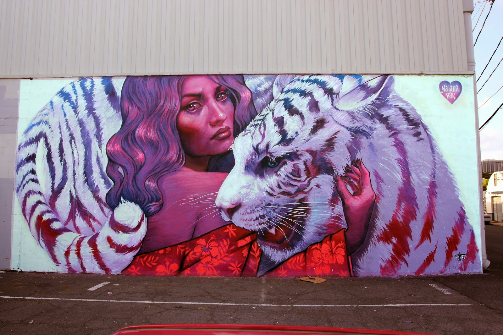While you discovered some progress shots a few days ago, Natalia Rak is amongst the first artists to finish her piece for Pow! Wow! Hawaii 2015.