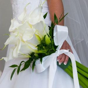 Arte floral la guapa ramos de novia 2012 calas - Como hacer un ramo de flores artificiales ...