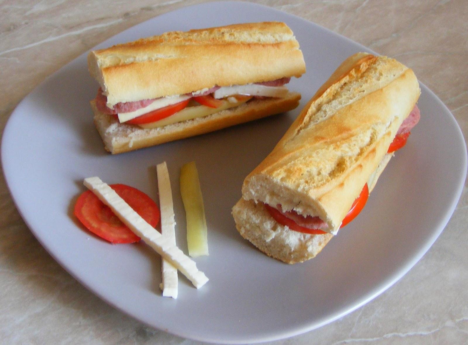 sandwich, sandwich din bagheta cu crenvursti, sandvis, sandvici, sendvici, sandwichuri, sandwich-uri, retete de mancare, retete mancare, gustari, gustare, retete rapide, retete usoare, sandwich retete, retete culinare, preparate culinare, retete mic dejun, reteta hot dog, reteta sandwich,