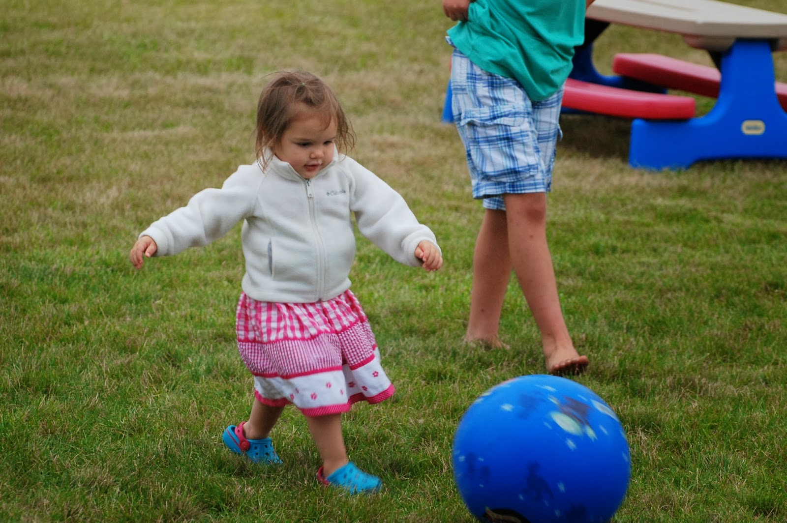 Displaying (19) Gallery Images For Kids Playing Kickball...