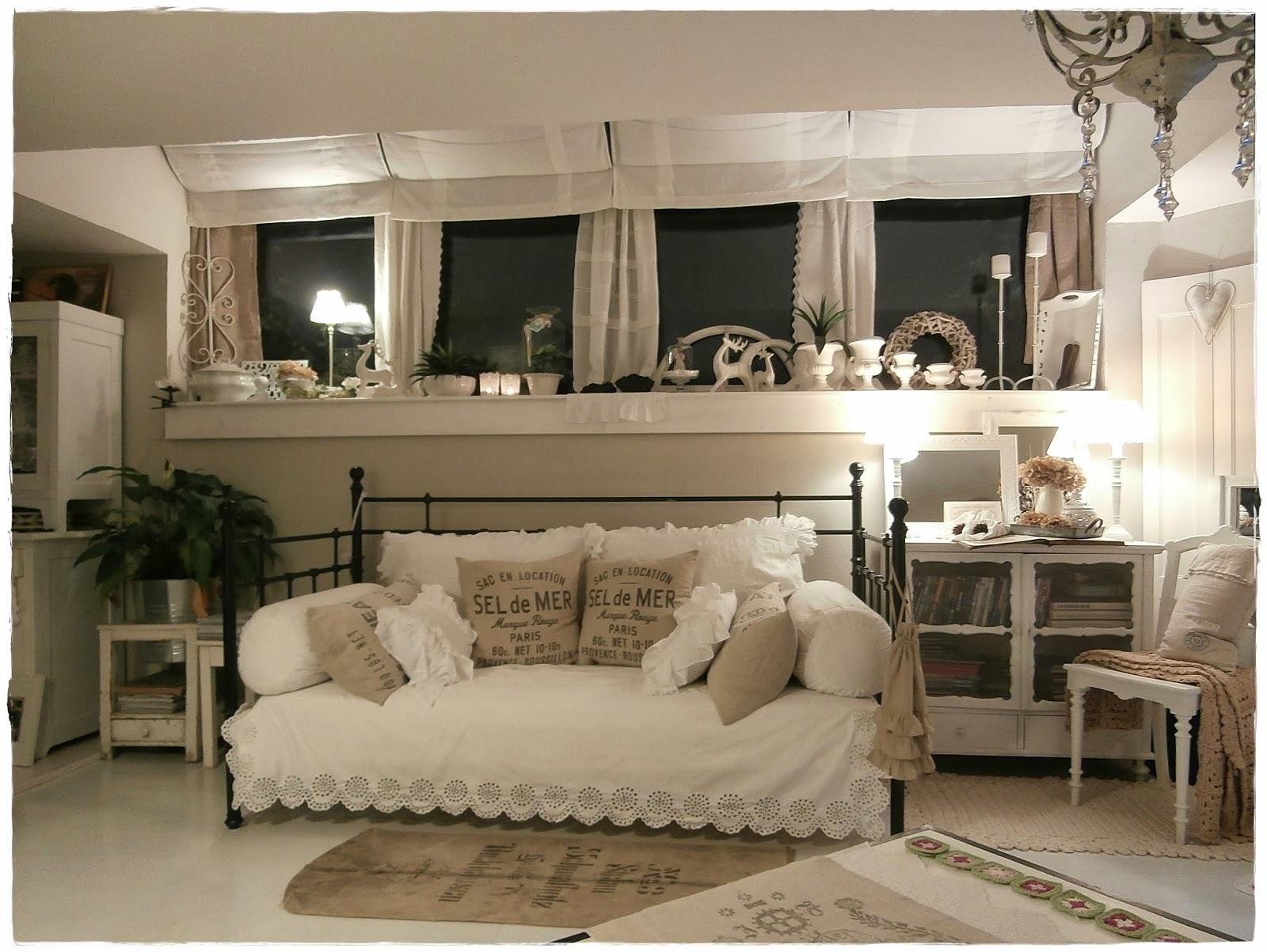 shabby and charme una romantica casa shabby chic style in. Black Bedroom Furniture Sets. Home Design Ideas