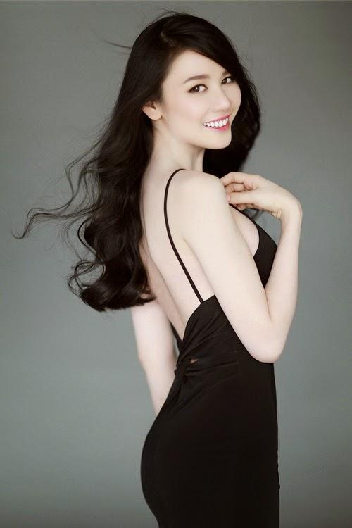 Tân Hoa hậu Tường Vy diện nội y gợi cảm