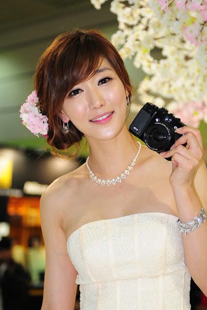 xxx nude girls: Eun Bin Yang - World IT Show 2012