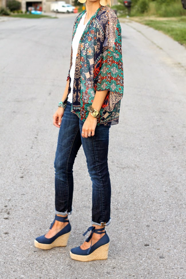 Printed kimono, dark denim and navy lace at the ankle wedges
