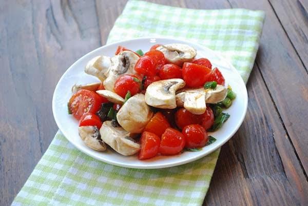 salata de ciuperci cu rosii