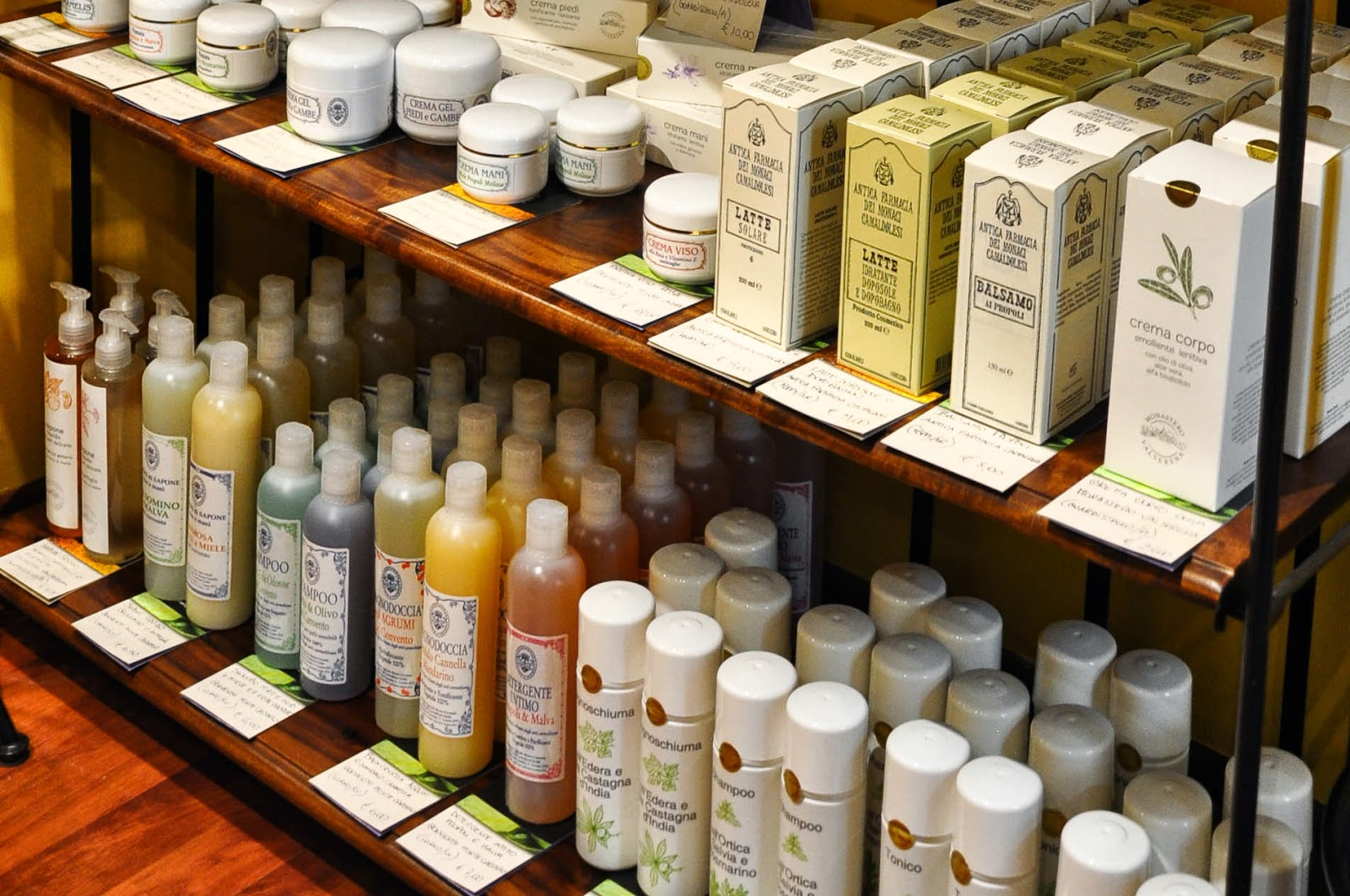 Handmade soaps and toiletries sold by the L'Angolo Sublime - a charming shop in Vicenza selling artisan products made in Italian monasteries-3