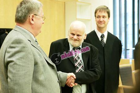 Fritz Moen bersama pengacara