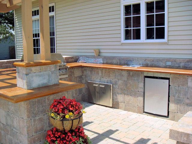 Diy outdoor bars dan330 for Build your own patio bar