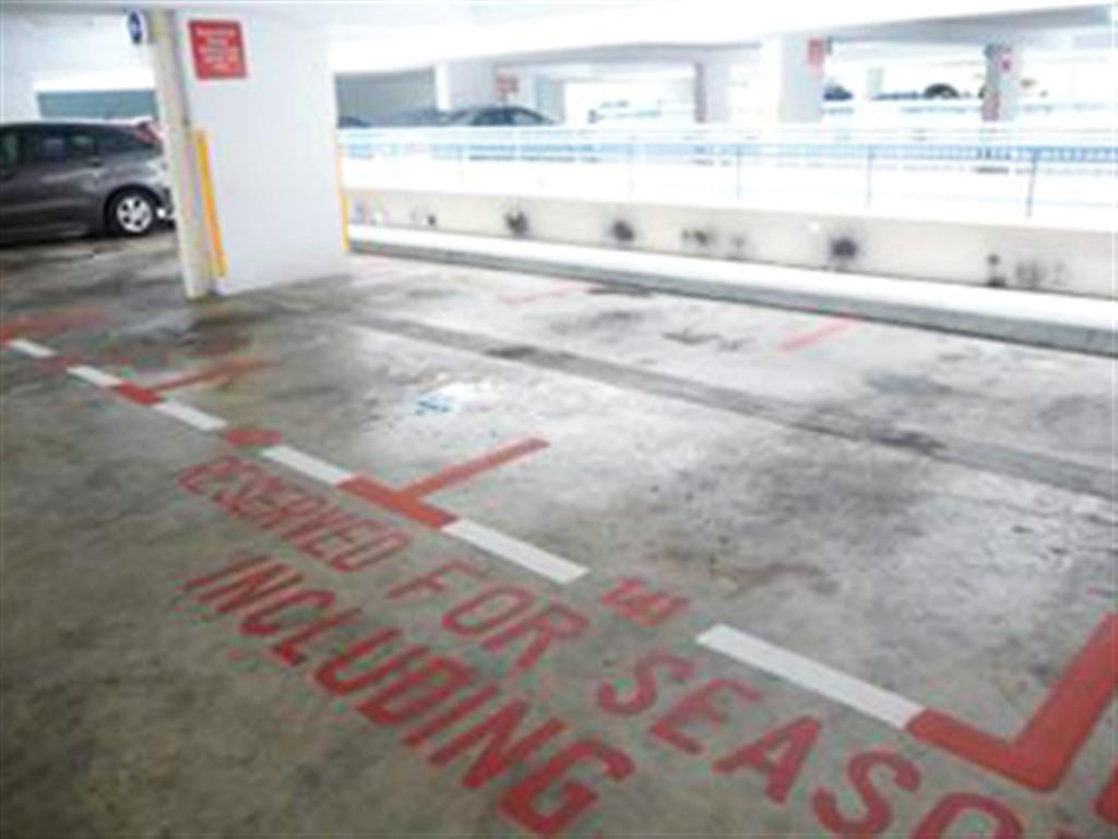 http://4.bp.blogspot.com/-SZlCIpeFs0Q/T6-l-qNTpUI/AAAAAAAAOhI/QNP5sFsNp4w/s1600/01+red+with+white+parking+lots+1+(Large).jpg