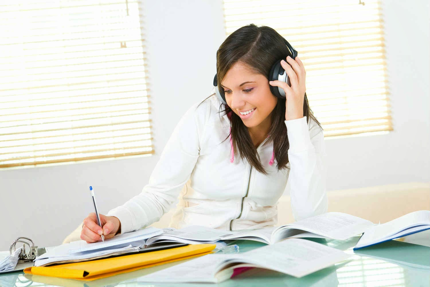 essay about listening to music Listen to one of the following musical examples (from the textbook cds/online streaming audio) you may want to listen more than once: ″alleluia, diffusa est gratia.