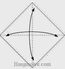 Bước 1: Gấp tờ giấy làm bốn để tạo các nếp gấp, sau đó lại mở ra.