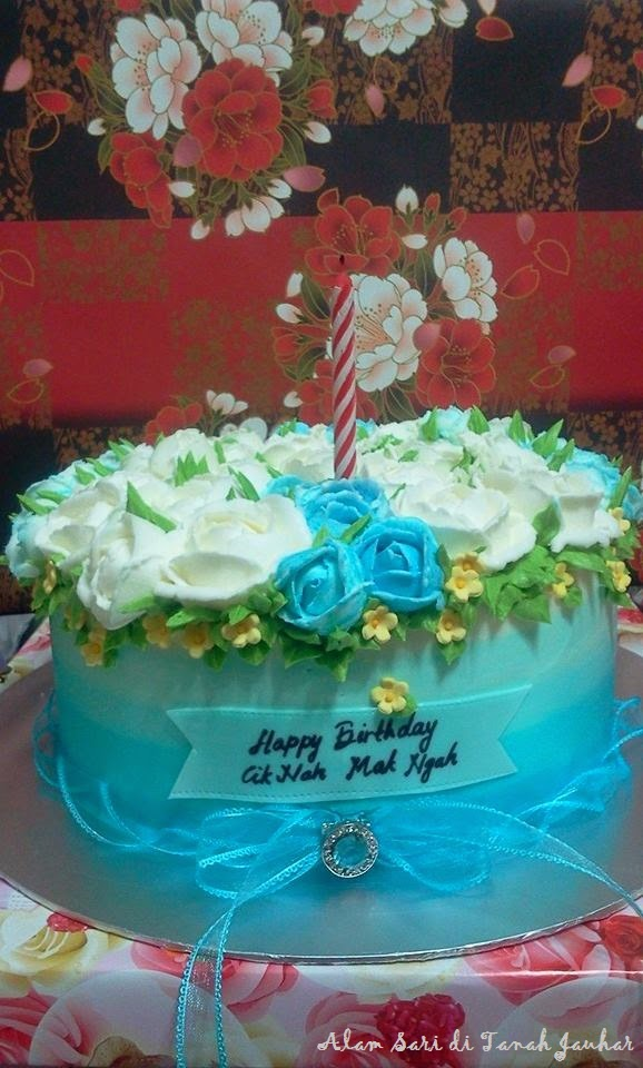 SKY BLUE OMBRE CAKE UNTUK HARI JADI IBU