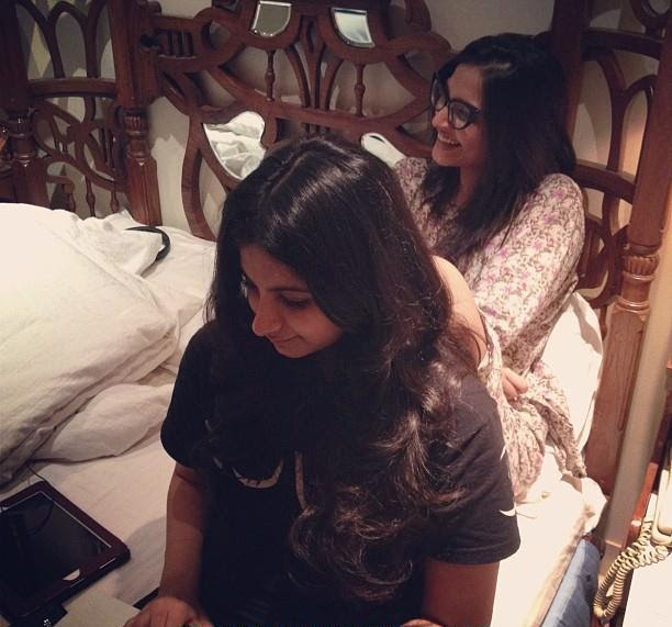 Sonam Kapoor's Real Life Unseen Personal Pics Images In her Bedroom with her Personal Friends In House