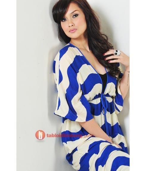 Download image Foto Seksi Sara Wijayanto Di Majalah Dewasa 2012 PC ...