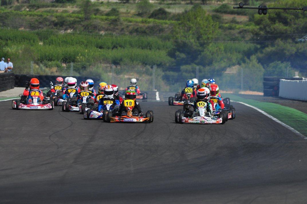 benferri karting club equipo desigual motorsport en el ecuador del campeonato valenciano cheste. Black Bedroom Furniture Sets. Home Design Ideas
