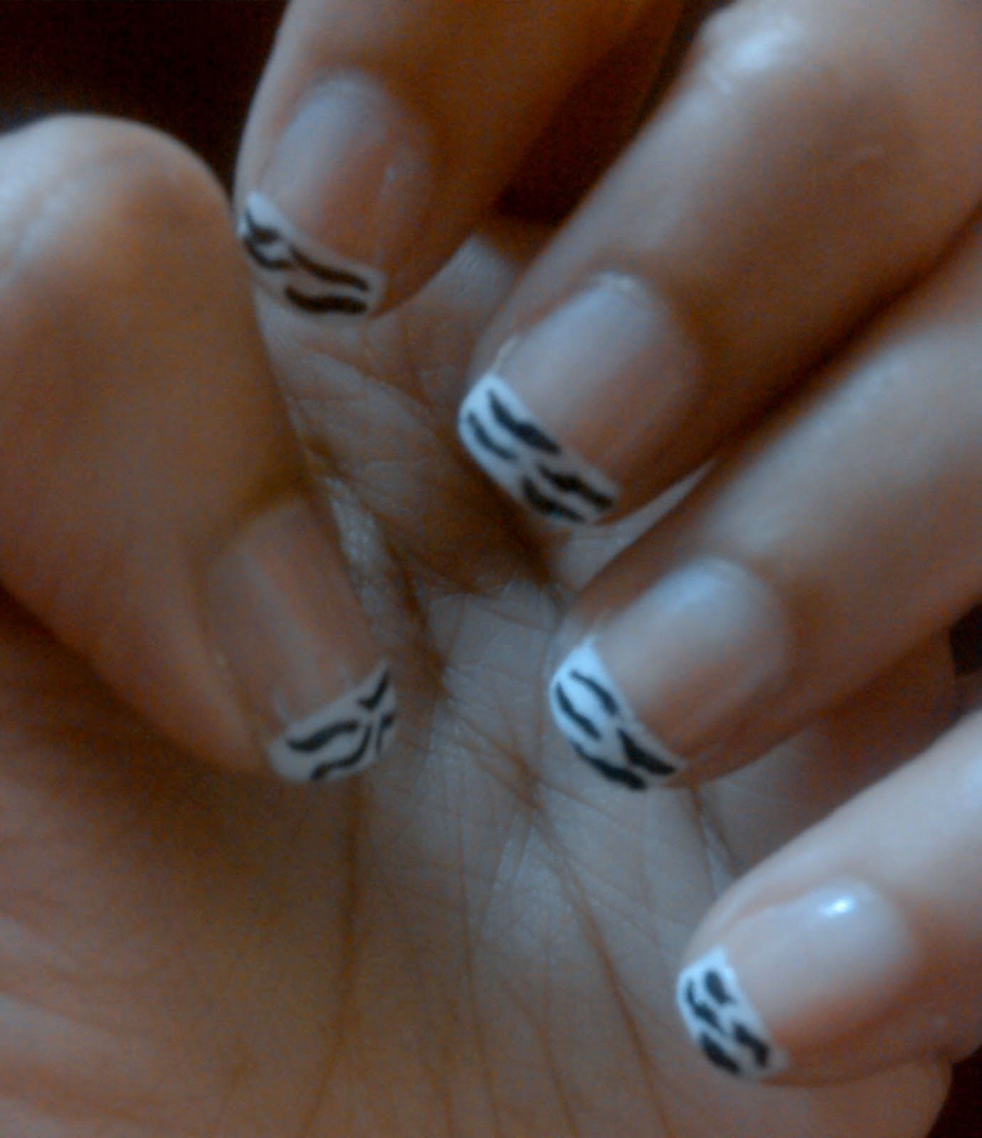Simple Nail Art For Short Nails: Easy Nail Art For Short Nails-Black And White