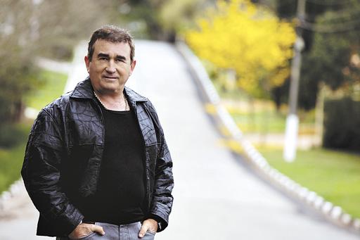 Cachê inflacionado de Amado Batista derruba administrador do Itapoã
