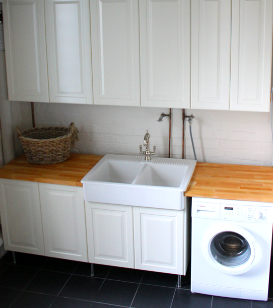 Farmhouse Laundry Sink : Farmhouse Laundry Sink http://mulberrymuses.blogspot.com/2012/03 ...