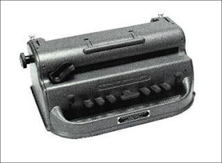 imagen de màquina braille mecànica perkins. Haz click o presiona enter para agrandar.