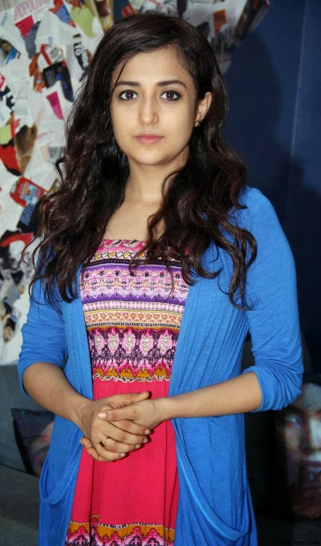 20+Hot+Female+Singers+Of+Bollywood015