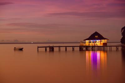 Pantai Ora di Maluku Tengah