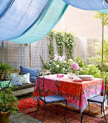 terraza con mucho color
