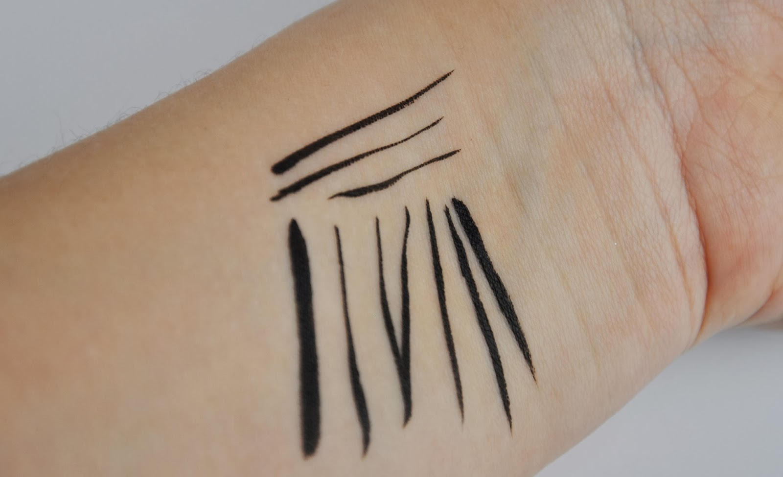 Ingrid Cosmetics No Limits Beauty Maxi Precision Eye Liner Review